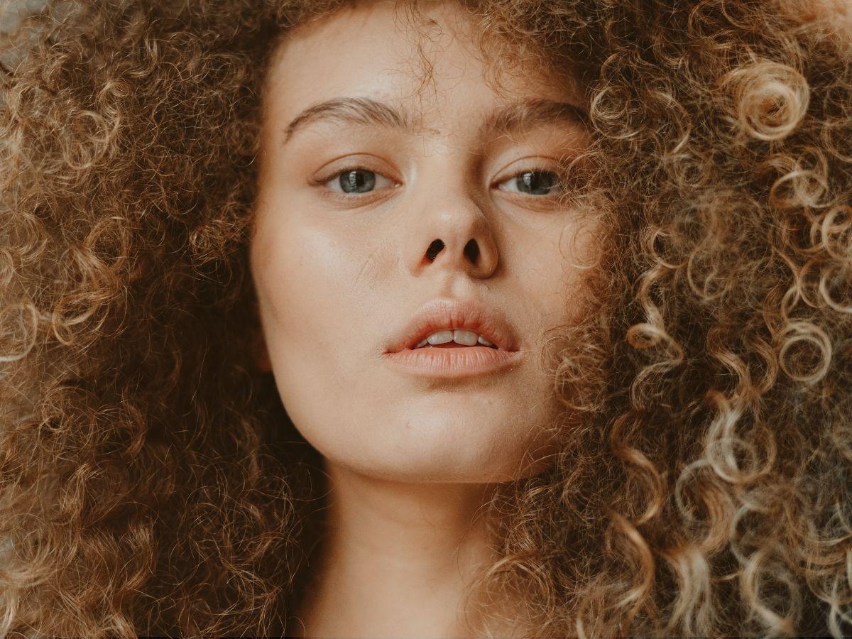 babosa-no-cabelo-hidratacao-de-babosa-recupera-cabelos-cacheados-ressecados